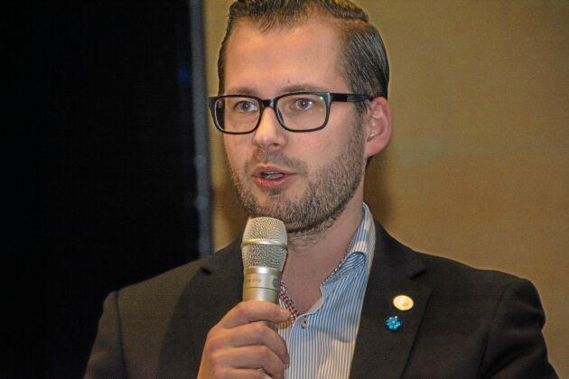 Mattias Bäckström Johansson, energipolitisk talesperson för SD, ser småskalig vattenkraft som en viktig effektreglerare i den svenska energiförsörjningen.