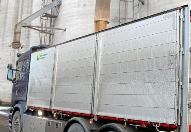 Varaslättens Lagerhus är en kooperation som ägs av 1 900 bönder.
