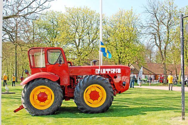 På Simmelsberga gård i Skåne har det funnits ungerska Dutra traktorer sedan 1960-talet. Var tredje år firas Dutradagen.