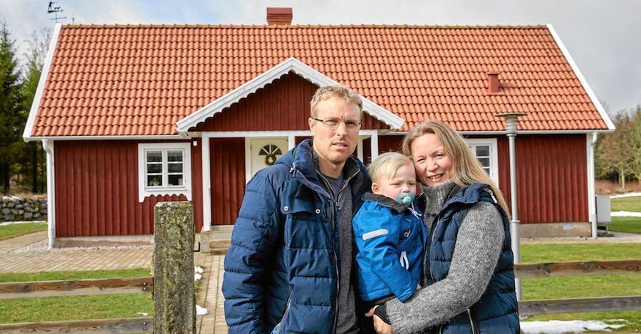 Nicklas Andersson, 40 år, rörmokare och Anna Nilsson, 37 år, civilingenjör och sonen Alfred, 2 år.