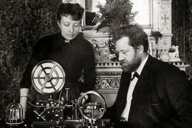 Hustrun Hilda var Lars Magnus Ericsson trogna medarbetare.