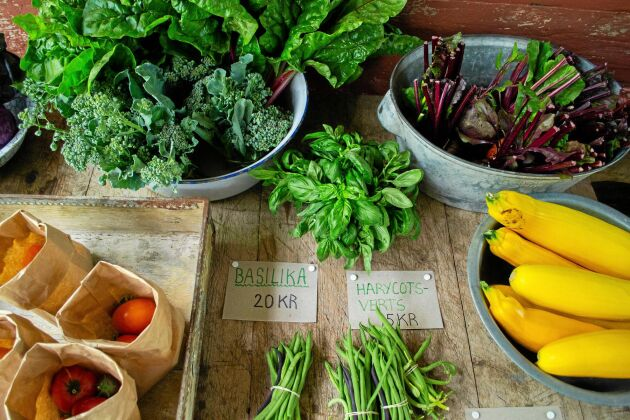 Att förpacka grönsakerna snyggt och potatisen i påsar ökar försäljningen.