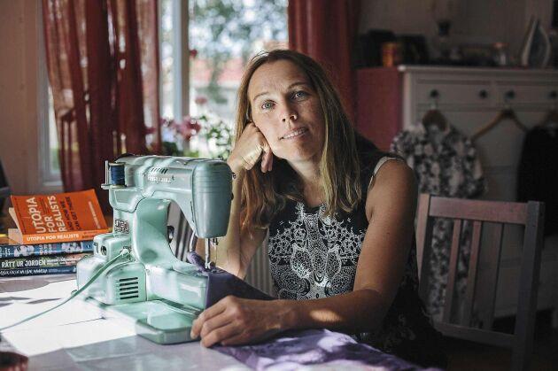 Det var givande för Åsa att lära sig sy. Hon sparade 1 000 kr i månaden på att laga familjens kläder istället för att köpa nytt.