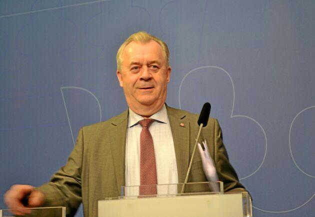 Landsbygdsminister Sven-Erik Bucht (S) inväntar nu förslag från branschorganisationer på hur den andra delen av regeringens torkstöd ska utformas.