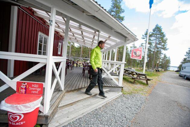 Martin Forsberg arrenderar campingen av Rörbäcks turism och fritids ekonomiska förening. En lösning som föreningen är mycket nöjd med.