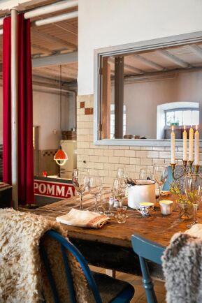 Nästan allt fanns i gömmorna när Johan och Rina öppnade restaurangen. Sammanlagt har de bara behövt handla för 1500 kronor på Ikea.