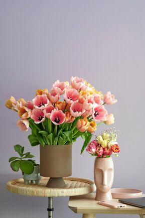 Blandad blom i samma färgskala.