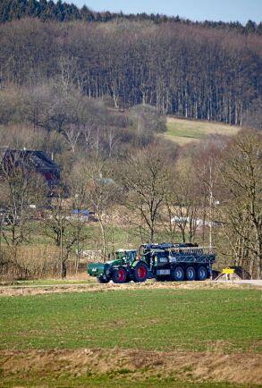 I området vid Hallandsåsen är det mycket mjölk- och nötköttsproduktion. Det kuperade landskapet där grödorna odlas kräver lite extra av maskinerna.