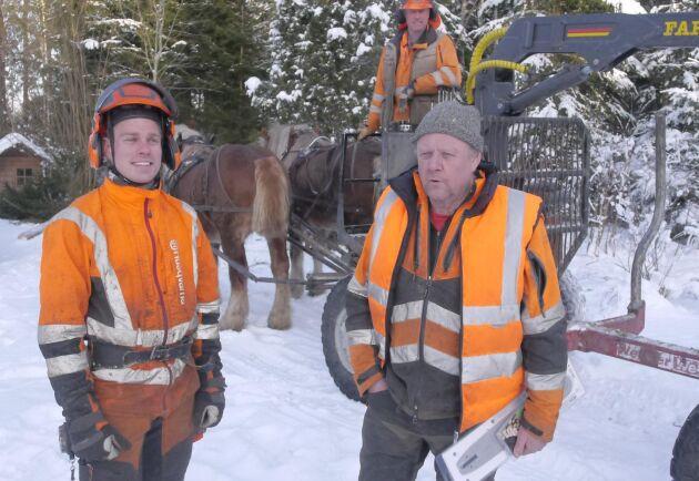 Jakob Thunell, Johan Eriksson och Kjell Andersson är drivande krafter i Hästens storskogsentreprenad, tillsammans med ardennervalackerna Volmar och Aramis.