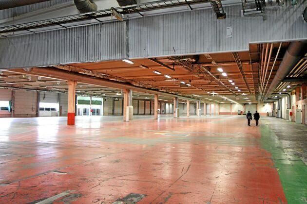 Det nya lagret i Landskrona på 21 000 kvadratmeter, plus 6 000 kvadratmeter i tält, blir navet i Deromes logistik för bygg- och järnhandeln i södra Sverige.