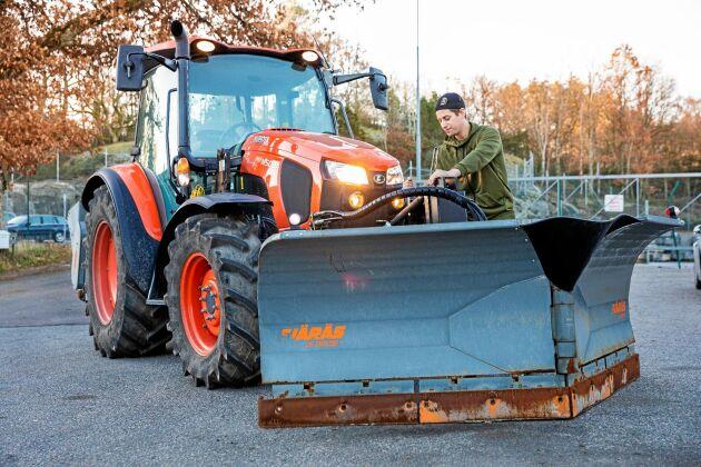 Eskil Nordenborg i Stenungsund har snöröjt sedan han gick i gymnasiet.