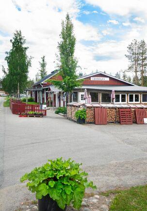 Alterhedens gårdsbutik och rabarberi har blivit ett utflyktsmål med aktiviteter som rabarbersafari, paltkalas, viltwok ovch fikabuffé.