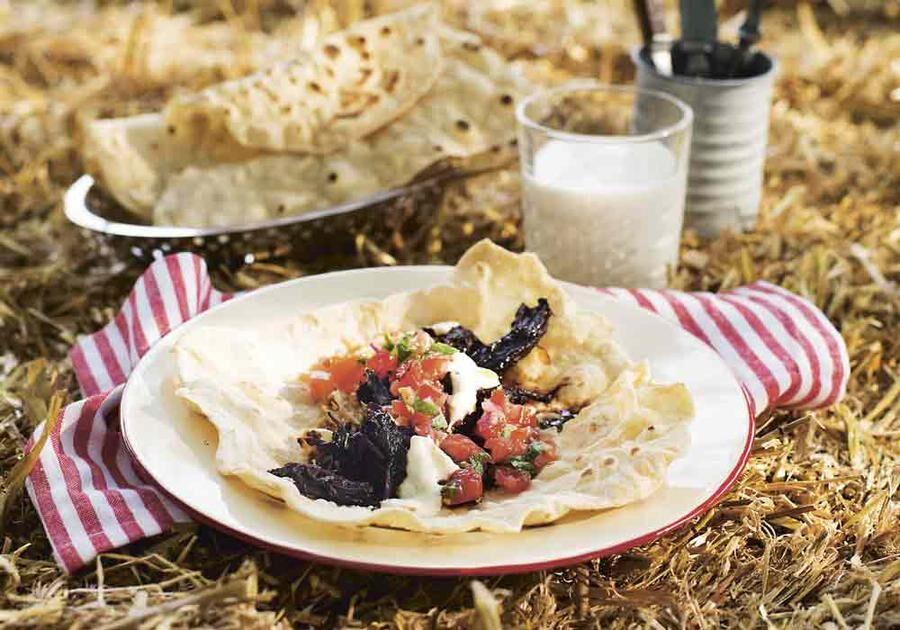 Smakrik chili med lite hetta från anchochili som är en stor rökig chili med smaktoner av lakrits och russin.
