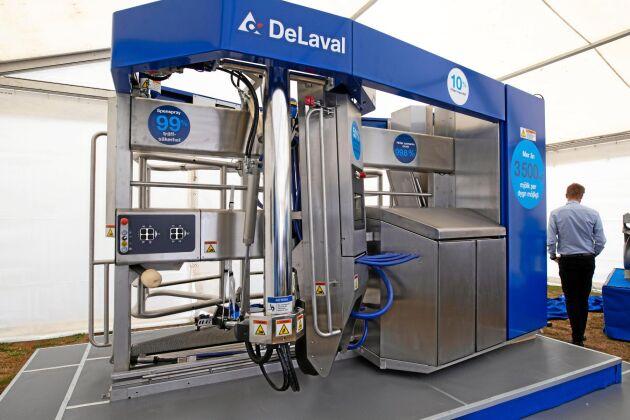 De Laval bjuder på två stora nyheter, den nya mjölkroboten VMS V300 och foderputtaren OptiDuo.