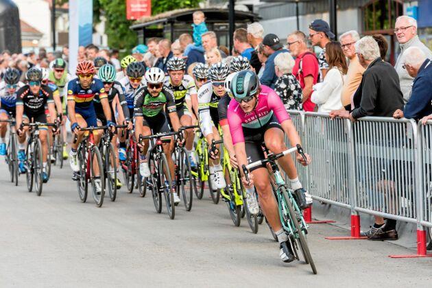 Cirka 38 000 cyklister deltar i Vätternrundan.