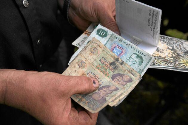 I ett av facken i Staffan Bergmans gamla Bolinder-Munktell hittades nyligen kontanter från plogningsuppdrag som utförts någon gång under 70-talet.