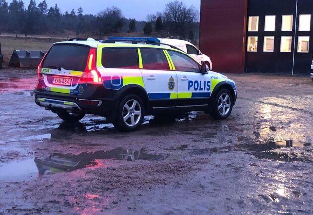 Natten till tisdagen stal två personer utrustning för omkring en miljon kronor från Mikael och Stefan Håkanssons entreprenadfirma utanför Enköping.