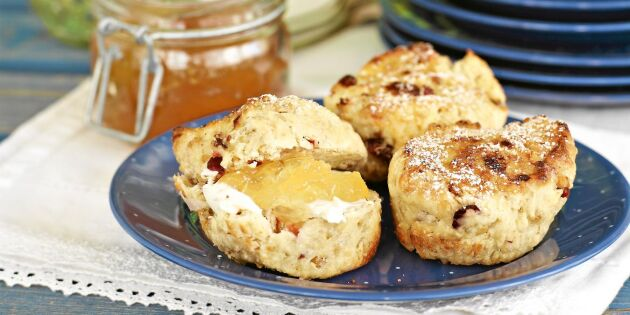 Frukostscones med müsli och tranbär