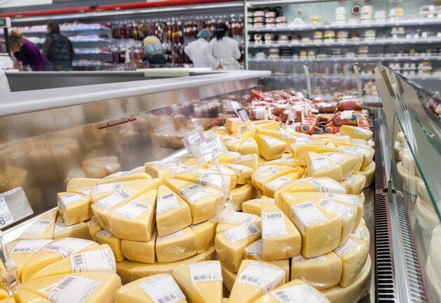Exporttappet har främst skett på viktiga marknader som Danmark och Finland, som båda halverat sitt svenska ostmottagande på tio år.