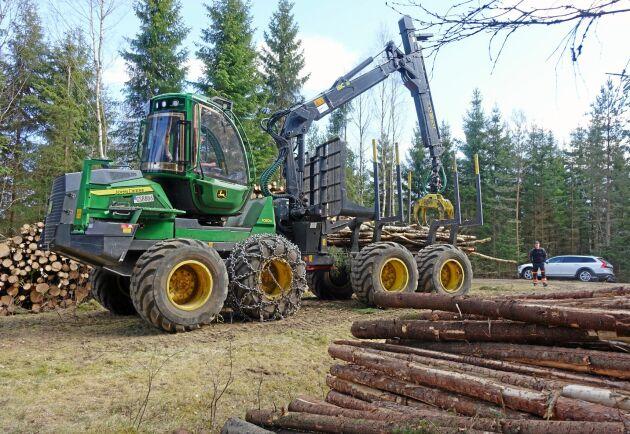 De nya bestämmelserna är en seger för skogsbranschen som helhet, menar Skogsentreprenörernas ordförande Kolbjörn Kindströmer. Tidigare hade beställarna en fördel men nu är villkoren jämna, enligt honom.
