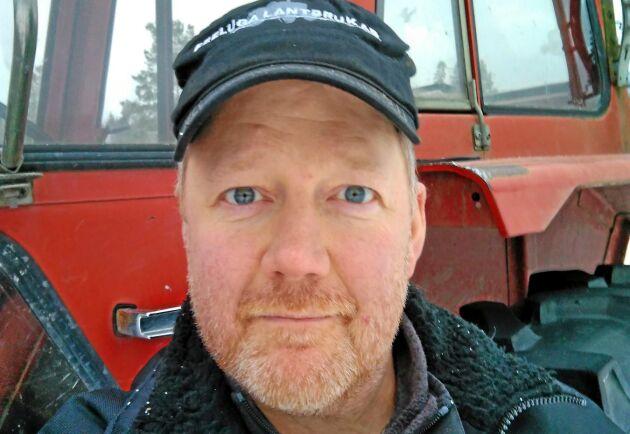 Peter Parneborg är glad att han har sin Volvo BM 2254. Han minns modellen från sin barndom och använder traktorn till lättare sysslor.