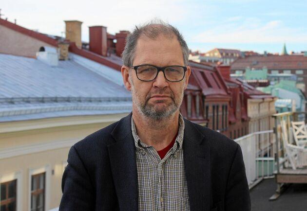 Svenska semleakademins talesperson Bengt Edqvist tycker att tillsatser av alla slag är onödiga.