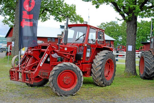 Två prototyper hann tas fram av Volvo BM innan Volvo beslutade lägga ned traktorn. Det här är 2404. En utvecklad T 650 med mekanisk fyrhjulsdrift.