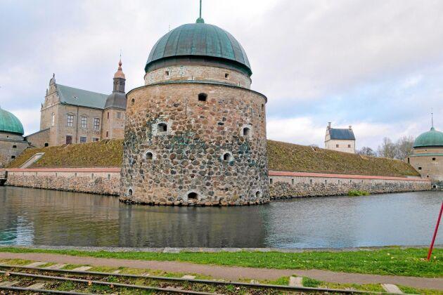 Den mycket vidsträckta Östgötaleden tar vandraren bland annat till Vadstena slott.