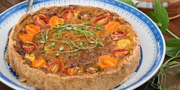 Lyxig paj på svensk ost och tomater