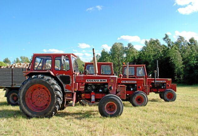 I trakten kring Valla i Södermanland är det gott om Volvo BM. På en nyskördad vall på gården Nytorp ställdes tre 810 upp för fotografering men det finns fler i kompiskretsen.