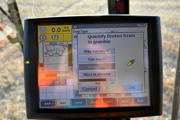 En dialog på skärmen hjälper föraren att optimera tröskans inställningar. Här får föraren svara på om mängden skadad kärna i spannmålstanken är acceptabel.