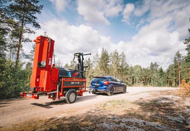 Vedmaskinen kan levereras med eller utan transportschassi.