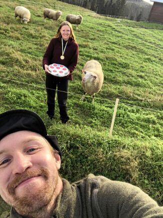 Christoffer Lindahl och Caroline Nielsen som sadlade om till fårbönder och ostmejerister.