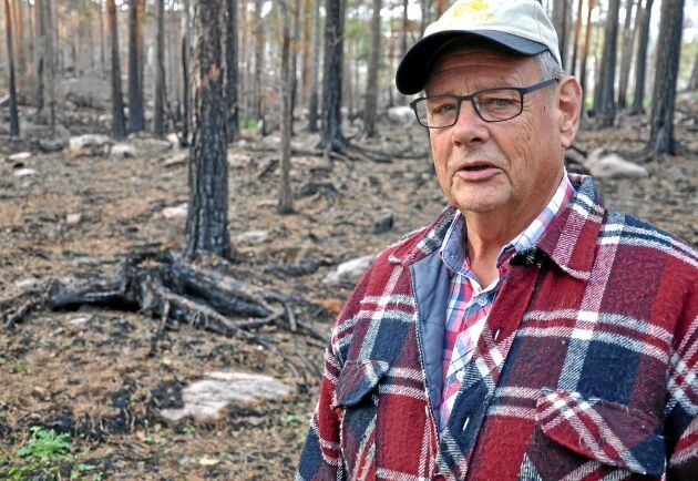 Jan Oscarsson vet inte om han kommer att kompenseras ekonomiskt för skogsbranden i somras.
