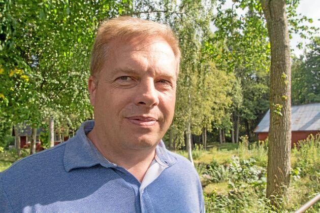 Magnus Edvinsson, ordförande i Alsteråns kraftverksförening, gläds åt utgången i överdomstolen som ger föreningen rätt att fortsätta använda den 300 år gamla regleringsdammen.