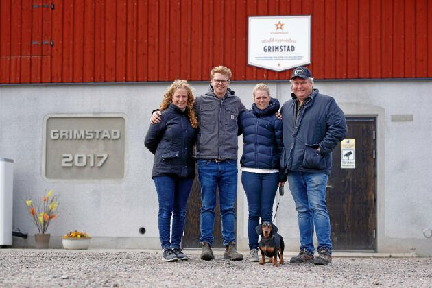 Familjen som äger och driver Grimstad Lantbruk består av Helen Eriksson, sonen Emil Eriksson, hans fru Rebecca Eriksson samt Jonas Eriksson.