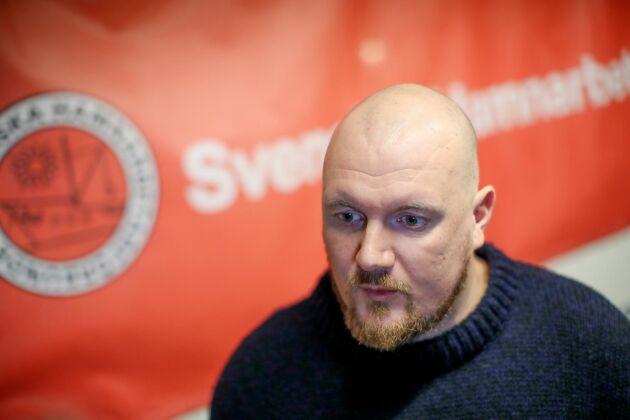 """Erik Helgeson i Hamnarbetarförbundets styrelse ser strejkvarslet som """"sista fighten"""" för att få förhandla lokalt eller centralt om något annat än ett andraavtal."""