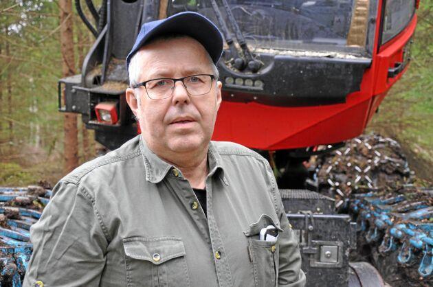 Efter många år som mjölkbonde tycker Bo Hagström att det är jätteroligt att jobba i skogen.