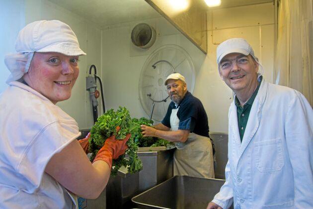 Febril verksamhet i produktionsanläggningen. På bilden syns Susanna Ericsson, Lasse Johansson och Axel Ericsson.