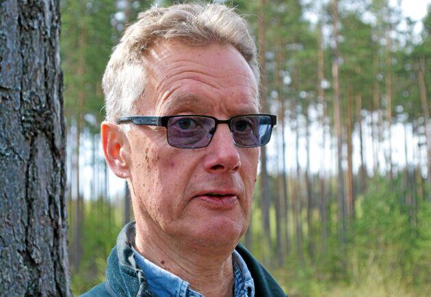 – Det viktiga är inte avståndet mellan plantorna utan att ha rätt antal träd per hektar, säger Urban Nilsson, professor vid SLU i Alnarp.
