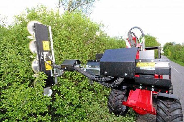 Greentec RM 232. Är en klippare för häckar runt åkermark, lähäckar mm. De 24 rörliga knivarna sitter på en rund knivhållare och överlappar varandra. Materialet finhackas och hackelsen återförs till marken under träden och häckarna där den bryts ned. Inget material behöver samlas upp och arbetet sker helt från traktorn. Maskinen underlättar effektiv ansning av häck- och brynvegetation samt främjar förgrening och förtätning av buskarna. Det kan gynna pollinerande insekter och annan fauna. Leverantör: Ystamaskiner AB