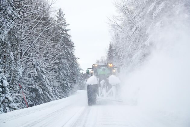 """""""Jag har kört i snöröjning sedan 1987 och det här är det värsta jag hört"""", säger lantbrukaren Lars Strundin om det förväntade snöovädret i Västernorrland (arkivbild)."""
