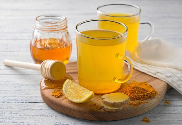 Ingefära, gurkmeja, peppar, citron och honung i teet kan fixa hälsan i höst.