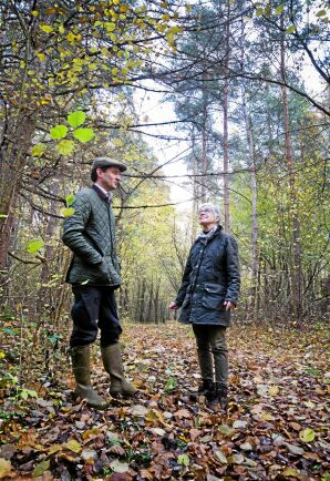 Skogen har en rik fauna och flora som fascinerar Gustav af Wåhlberg och Elna-Brith af Wåhlberg.