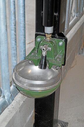Eluppvärmda vattenkoppar är ett måste i oisolerade lösdrifter.