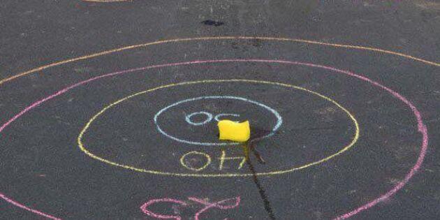 Rita en lek på gatan