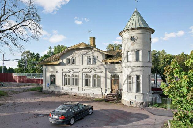 Järnvägsstationen i Trekanten i Kalmar är till salu för 375 000 kronor.
