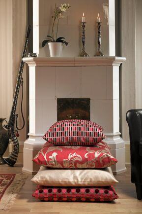 En kakelugn är inte bara en oslagbar värmekälla. Den är också en dekorativ möbel i ditt hem.