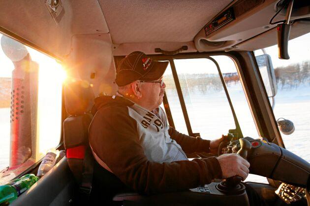 Pisten trimmas i tidig gryning. Christer Myhr uppskattar de tidigare morgnarna.