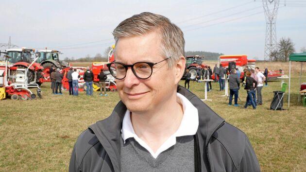 Nils Ahlstrand är sedan tre år Sverigechef för Pöttinger.